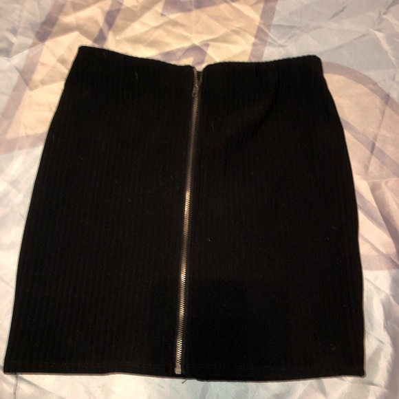 Forever 21 Dresses & Skirts - Black zipper skirt forever 21